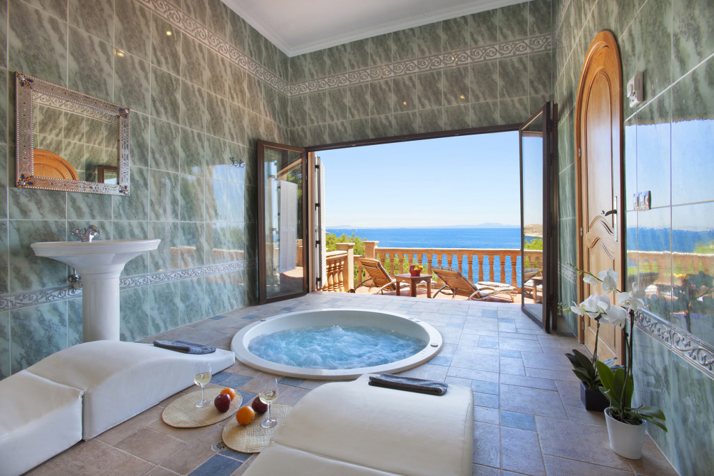 Jacuzzi towards Sea
