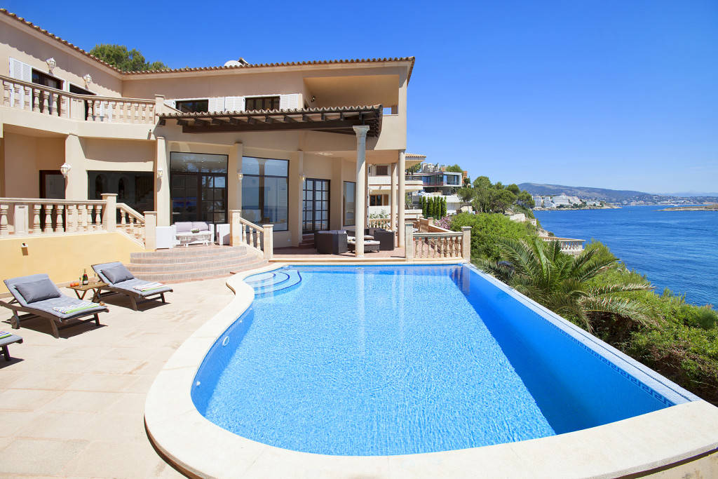 Villa Pool and Sea